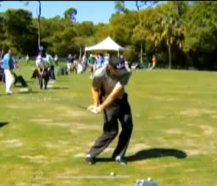 Jim Furyk sliding his hips and knees in the downswing,