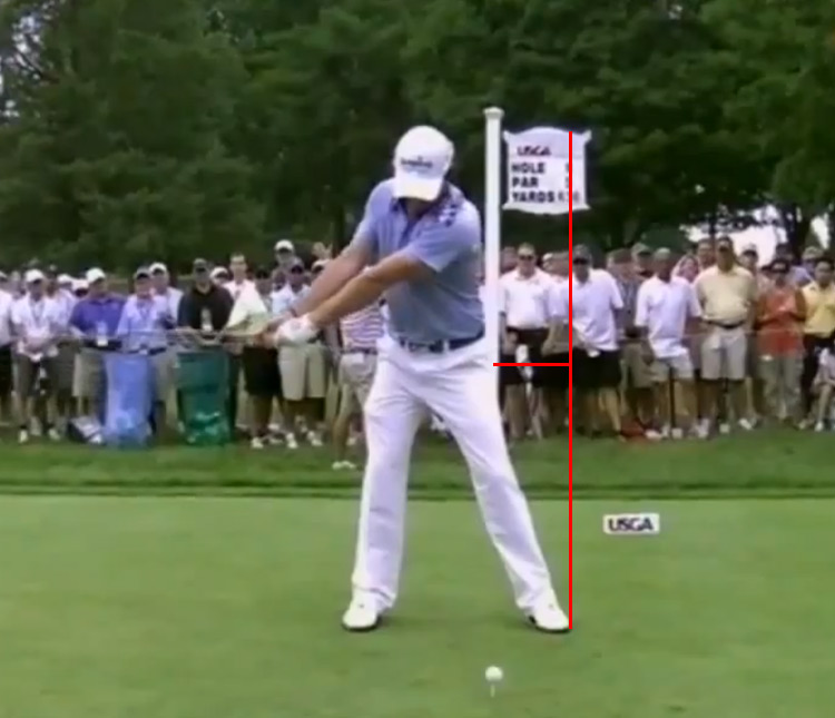 McIlroy does a one piece takeaway turning away from the ball.